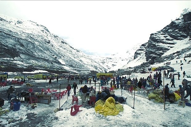 A black month of june spells on rohtang pass for Best hot places to visit in december
