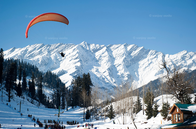 Solang Valley In Manali Is Going To Hold It�s First-Ever Paragliding Competition
