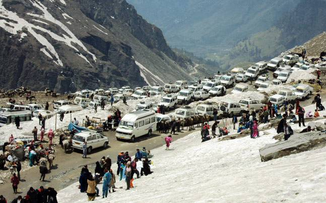 Manali-Rohtang Pass Highway Blocked By A Gigantic Landslide