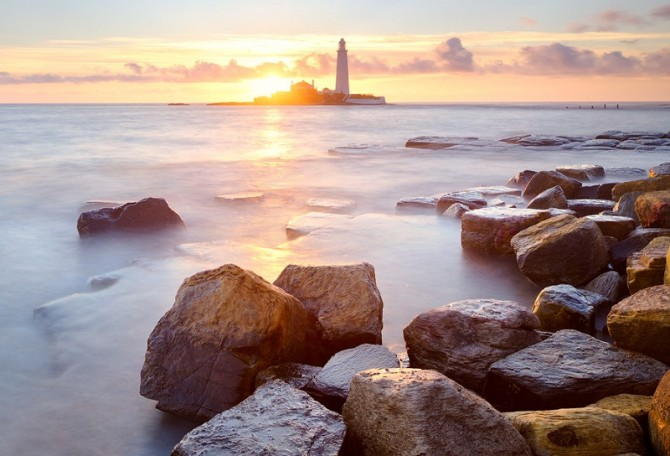 Sunrise at St Mary's Lighthouse, Whitley Bay, Tyne & Wear, England.