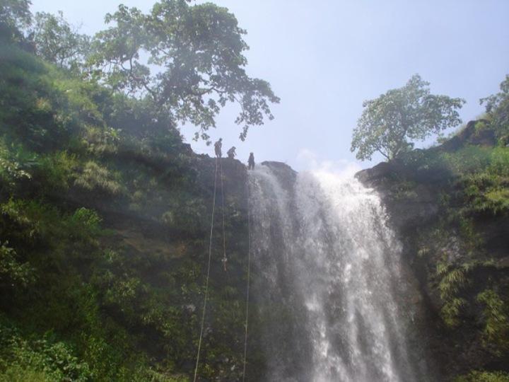 dodhani-waterfall-near-panvel-for-adventure-activities