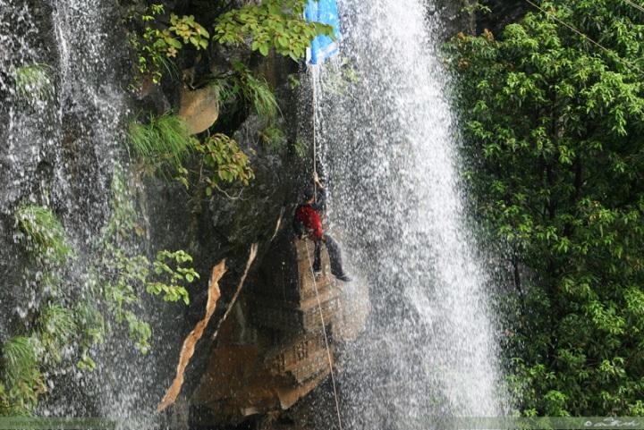 waterfall-rappelling-at-kondana-caves-near-mumbai-and-pune