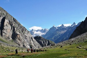 Escape To The Natural Wonders Of Hampta Pass Trek For A Memorable Experience