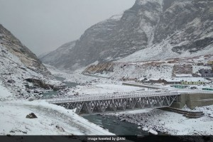 Kashmir And Leh Experience The Lowest Temperatures Under The Grip Of Cold Wave