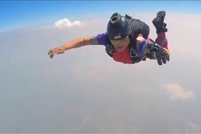 Woman-skydive-saree