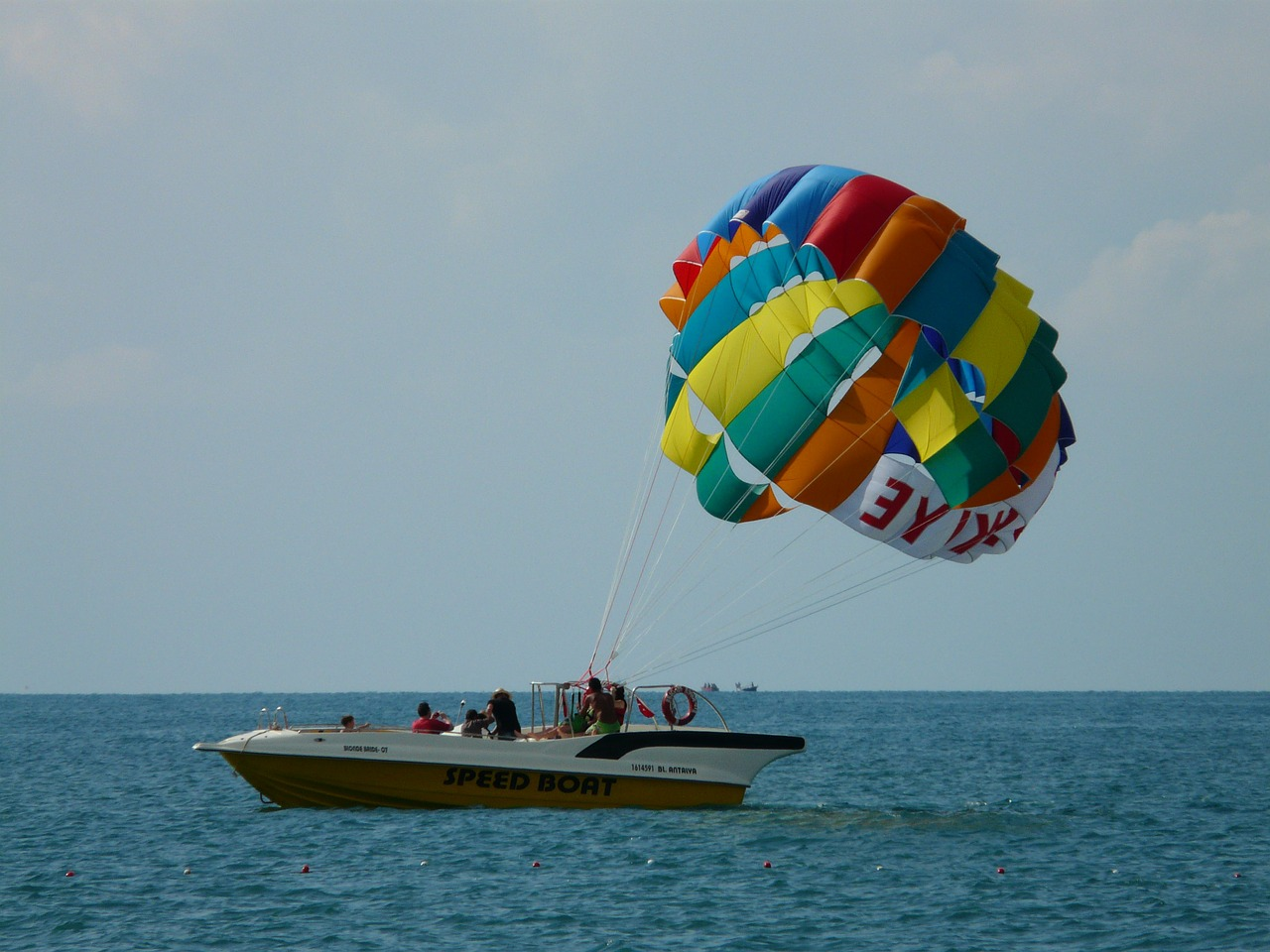parasailing-64649_1280