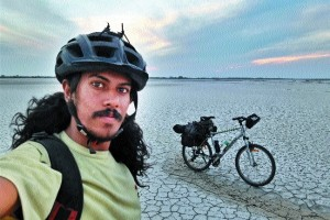 Journey On 2 Wheels— Man Travels All Across India On His Cycle