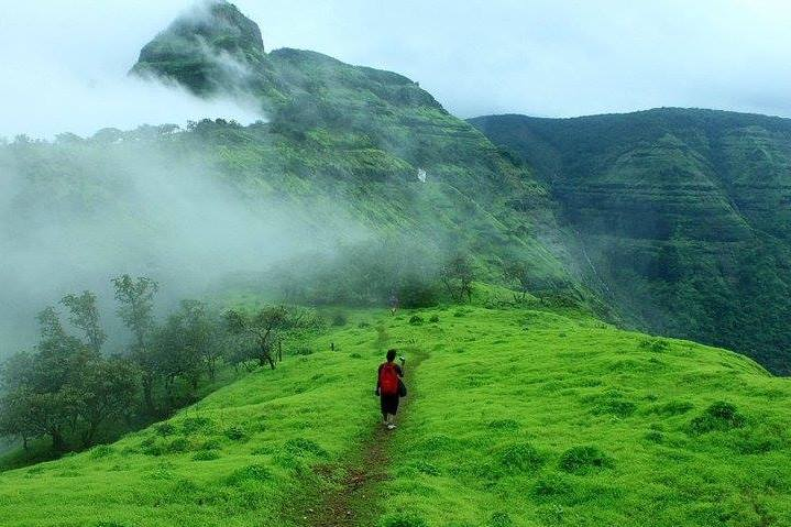 Trek-near-Matheran-peb