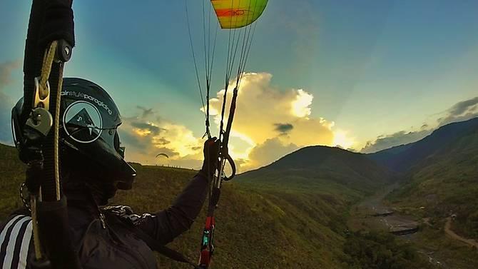 jessica-goh-paraglider