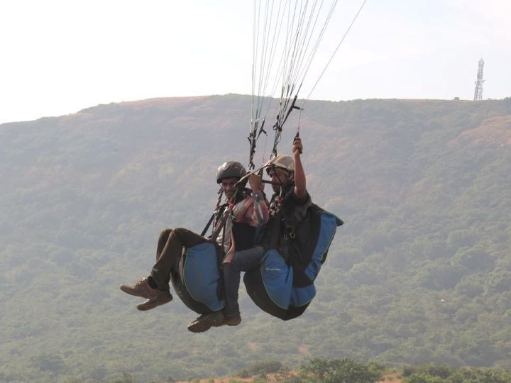 Tandem-Paragliding-in-Kamshet-with-Mumbai-Travellers-720x540