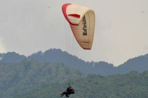 Get ultimate experience of bir billing paragliding with 365Hops